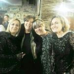 mia moglie con le amiche