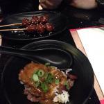 Kipballetjes achter en rijst met beef