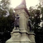 Le comte de Chambord entouré de Bayard, Du Guesclin et Jeanne d'Arc !