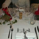 Il tavolo curatissimo della cena di capodanno��