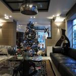hall decorata per le festività natalizie
