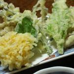 10月の旅行 夕飯天ぷら(菊の花、あけび)