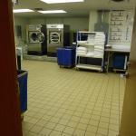 Espiando a Lavanderia do hotel (Pode se ver que limpeza e organização são importantes neste hote