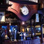 Bancone pub con 8 birre alla spina