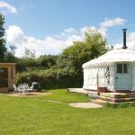 Vintage yurt & kitchen