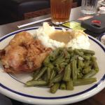 Bob Evans 2-piece Broasted Chicken dinner