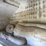 洞窟の中の仏像