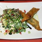 Schamburak (gefüllte Teigtaschen mit Rinderhackfleisch-Käse), Granatapfel-Minze-Salat
