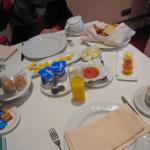 le bon petit déjeuner compris dans le prix de la confortable chambre à prix doux!
