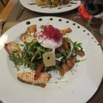 Salade de lentilles, roquette et saumon