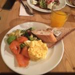 Scrumbled eggs with smoked salmon
