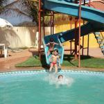 Netinhos no toboágua da piscina