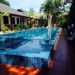 Lovely new pool , clean, quiet and perfect temperature in beautiful grounds and brand new sun lo