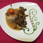 medaillon de lapin fève tonka et champignons ananas