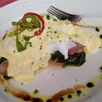 eggs beni with bacon