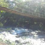 Puente peatonal colgante