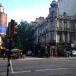 Esquina da rua do hotel com a avenida 18 Julio