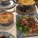 La fameuse soupe crevettes citronelle (taille moyenne valable pour 2) et la salade de boeuf