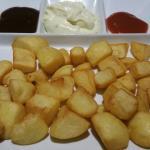 Patatas a las tres salsas, brava, barbacoa y alioli