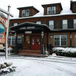 Lake House Restaurant and Lodge