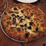 Garlic Pizza With olives & Anchovies