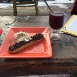 An Eclaire and a Vin Chaud (Mulled Wine)