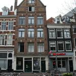 The hotel is a typical house of Amsterdam