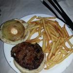 Hamburguesa con cebolla y queso philadelfia