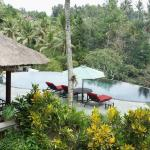 Pondok Restaurant and infinity main pool