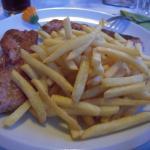Carne con patatine fritte