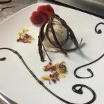 Semifreddo al torroncino e cioccolato
