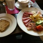 Breakfast! With gluten-free bread and Eierlikoerpunsch.