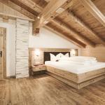 Ferienzimmer mit Altholz ausgeatattet