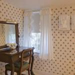 East Chop Light Suite | Dressing Table & Bathroom