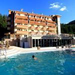 Hotel Jelak with opendoor pool