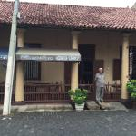 Front of the hotel and the Rotti shop