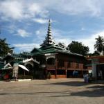 ミャンマー式の寺院がとてもきれいです