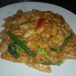 Phad Sen Yai with Chicken