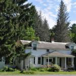 The 1790s Farmhouse at Shaker Meadows