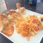 Camarões com risoto. O risoto estava super suculento, mas os camarões não pegaram bem o tempero.