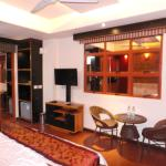 relatively spacious room with mini bar