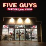 صورة فوتوغرافية لـ Five Guys Burgers and Fries
