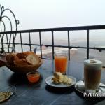 desayuno en la terraza (había niebla 8am)