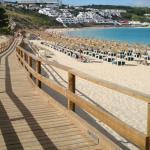 Passerella e spiaggia fronte hotel