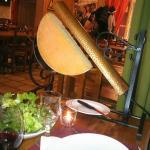 Demi-tome de fromage à Raclette sur son appareil !