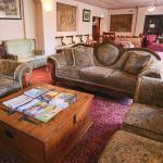 Guest Lounge & Parlour Bar