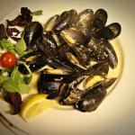 White wine and Garlic Mussels