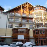 Отель состоит из двух корпусов, соединенных переходом