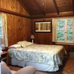 Cozy rustic post & beam room