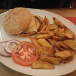Hamburger con twice potato baked